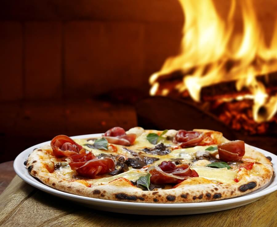 Our passion is freshly beked real wood-fired pizza