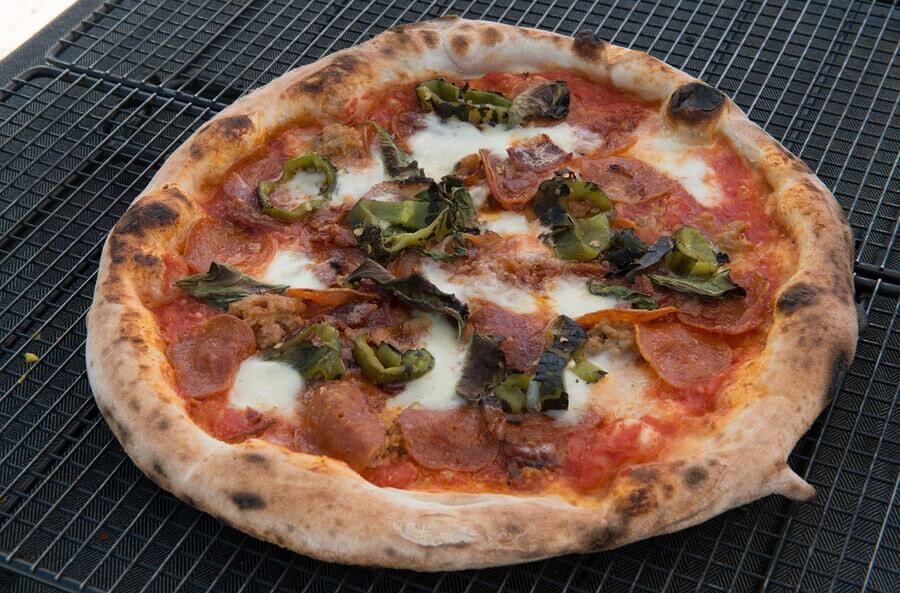MobilePizza-Chef offers freshly baked wood-fired pizza and piadina sandwich.